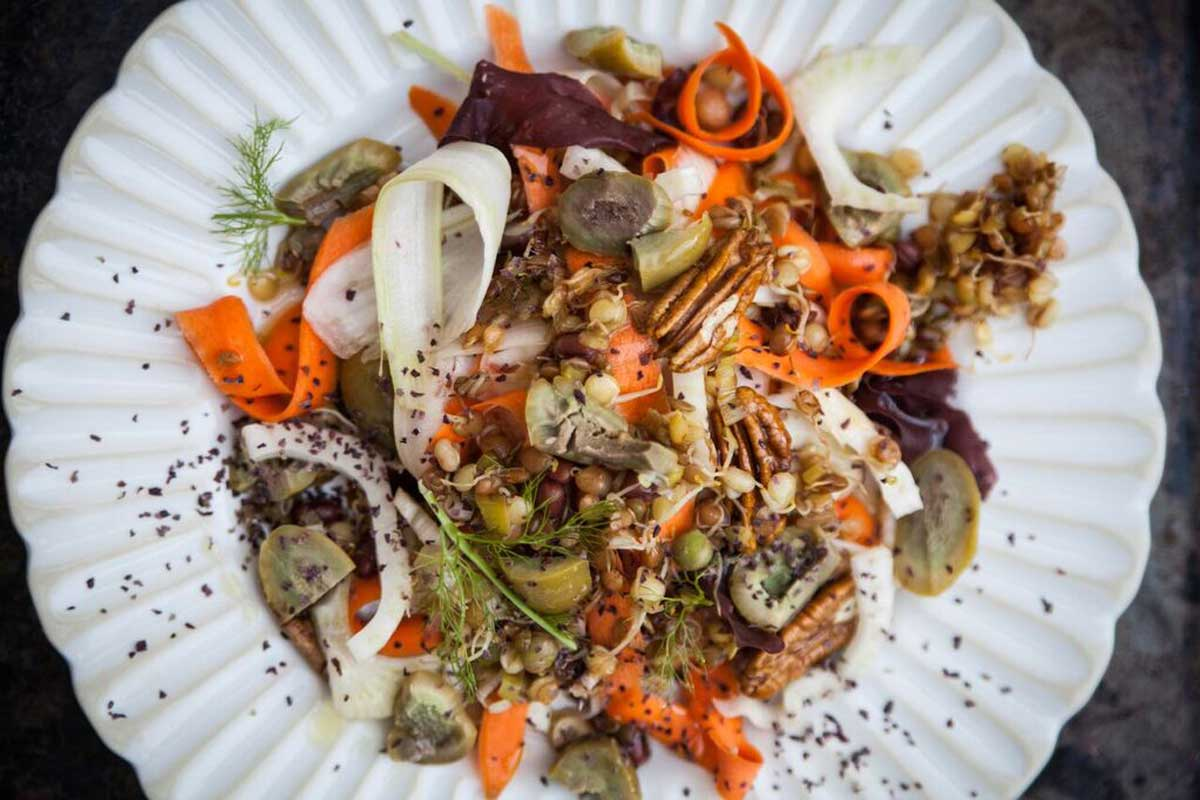 Fennel, carrot and marinated spinach salad with seaweed and walnuts -recipe