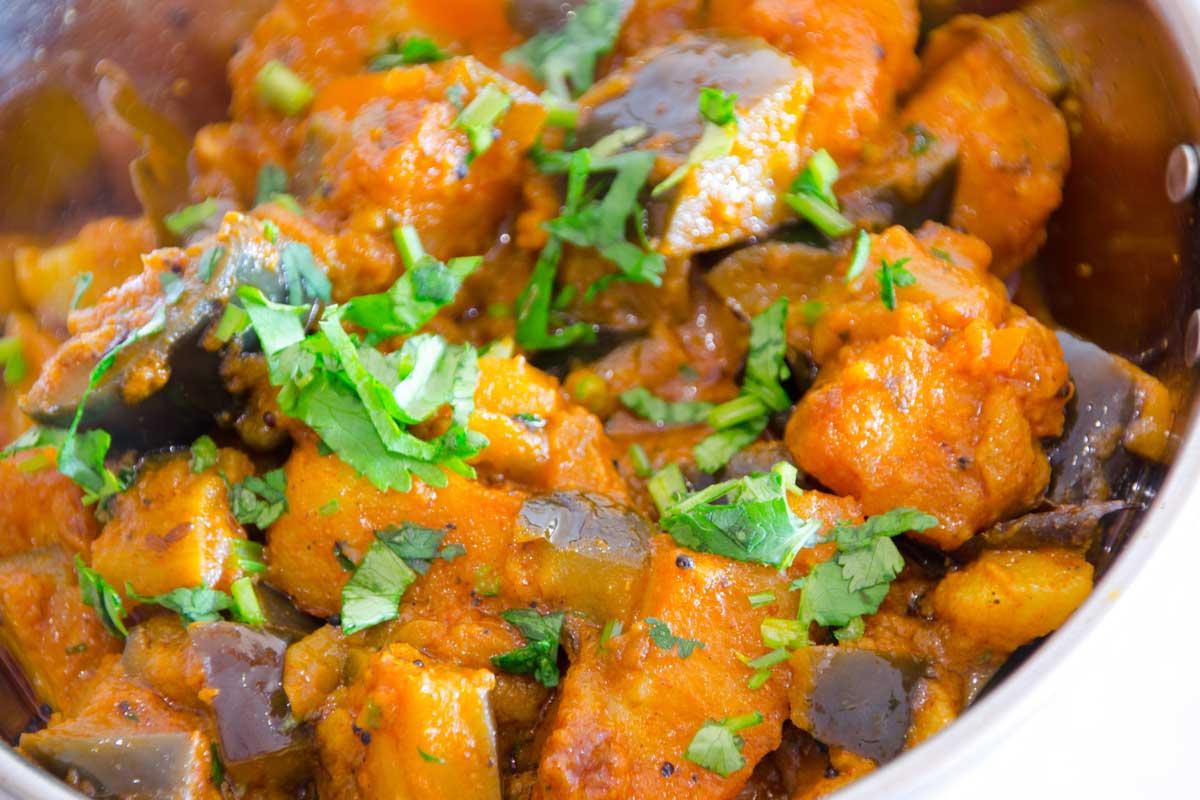 Ringan Bateta Aubergine Potato curry - recipe